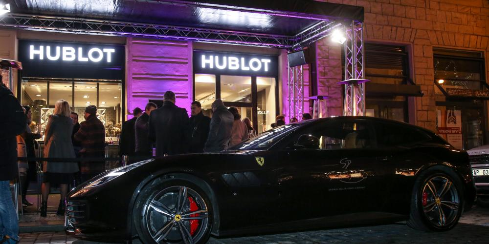 HUBLOT ALL BLACK NIGHT a Ferrari GTC4Lusso