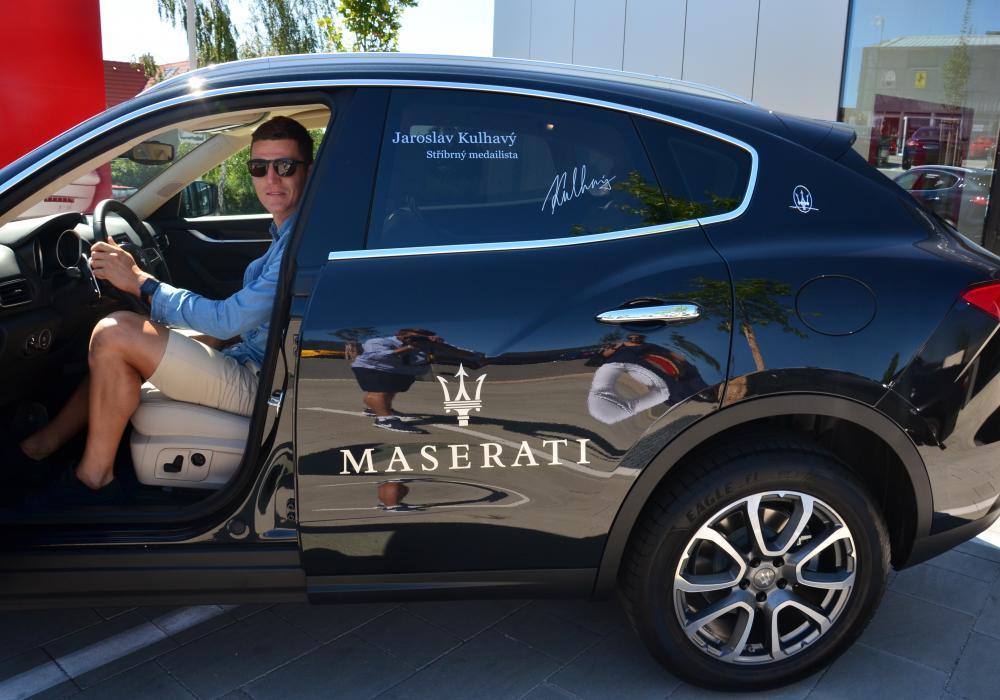 Stříbrný medailista  Jaroslav Kulhavý si od nás dnes převzal vůz Maserati Levante