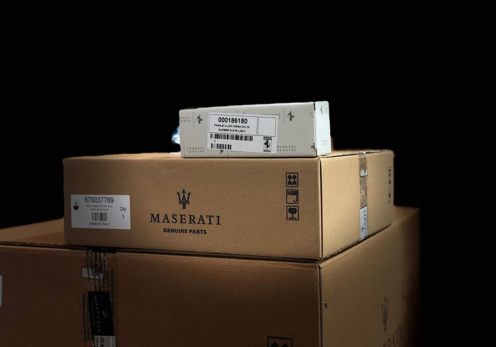 Pracovník skladu / prodejce náhradních dílů Ferrari a Maserati