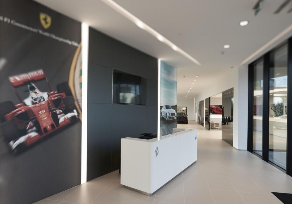 Asistentka prodeje vozů Ferrari a Maserati / recepční