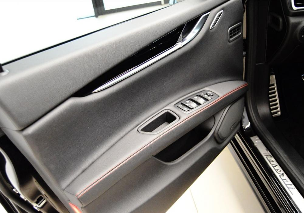 Maserati Ghibli Diesel Limitovaná edice Ribelle - ZVÝHODNĚNÍ 481 000 Kč