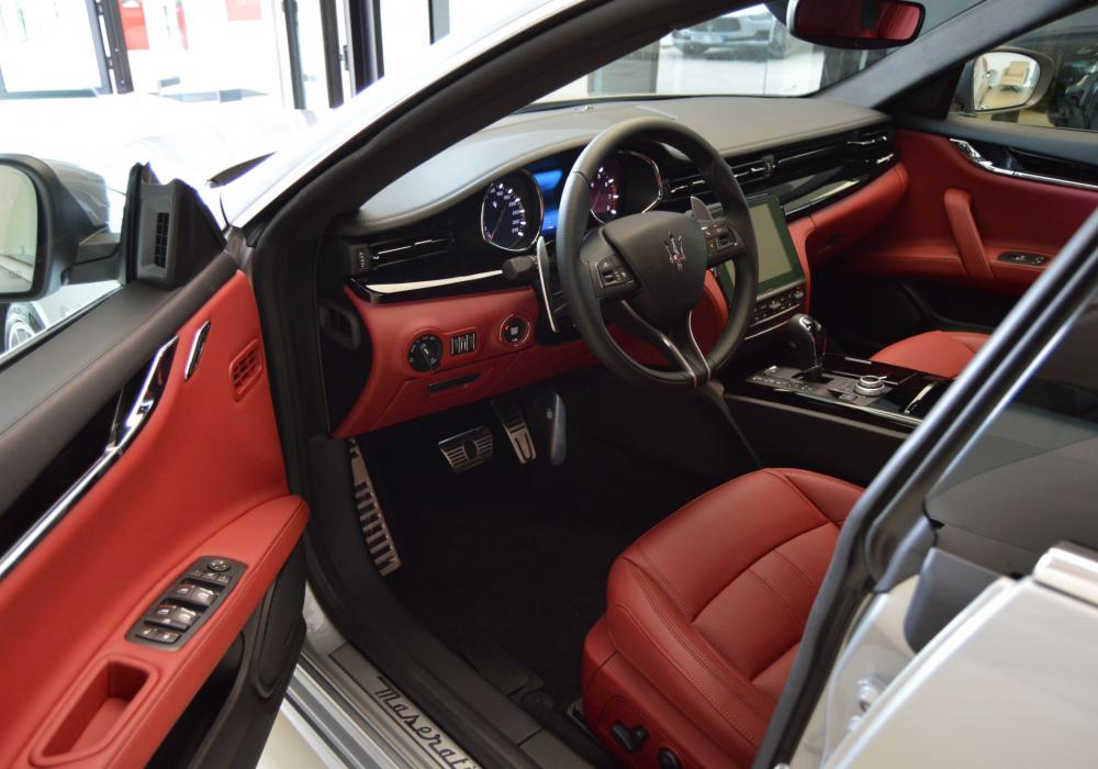 Maserati Quattroporte S Q4 GranSport - ZVÝHODNĚNÍ 1 191 000 KčČ